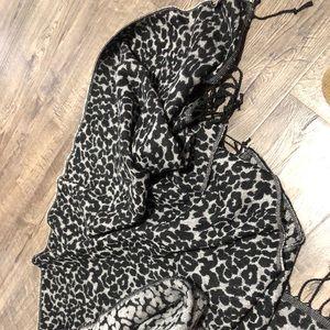 Ann Taylor animal print scarf-NWOT